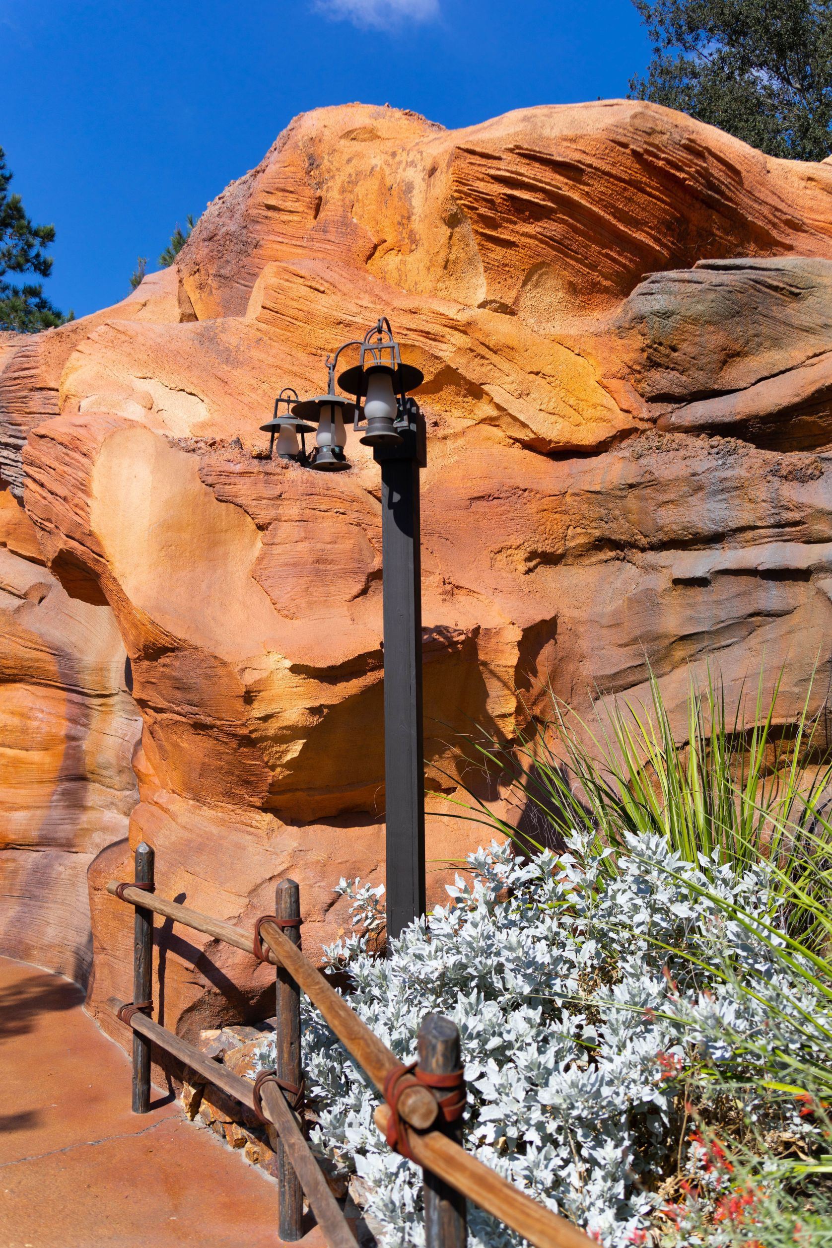 Disneyland The Ultimate Travel Guide by Annie Fairfax Disneyland Travel Tips Advice Frontierland