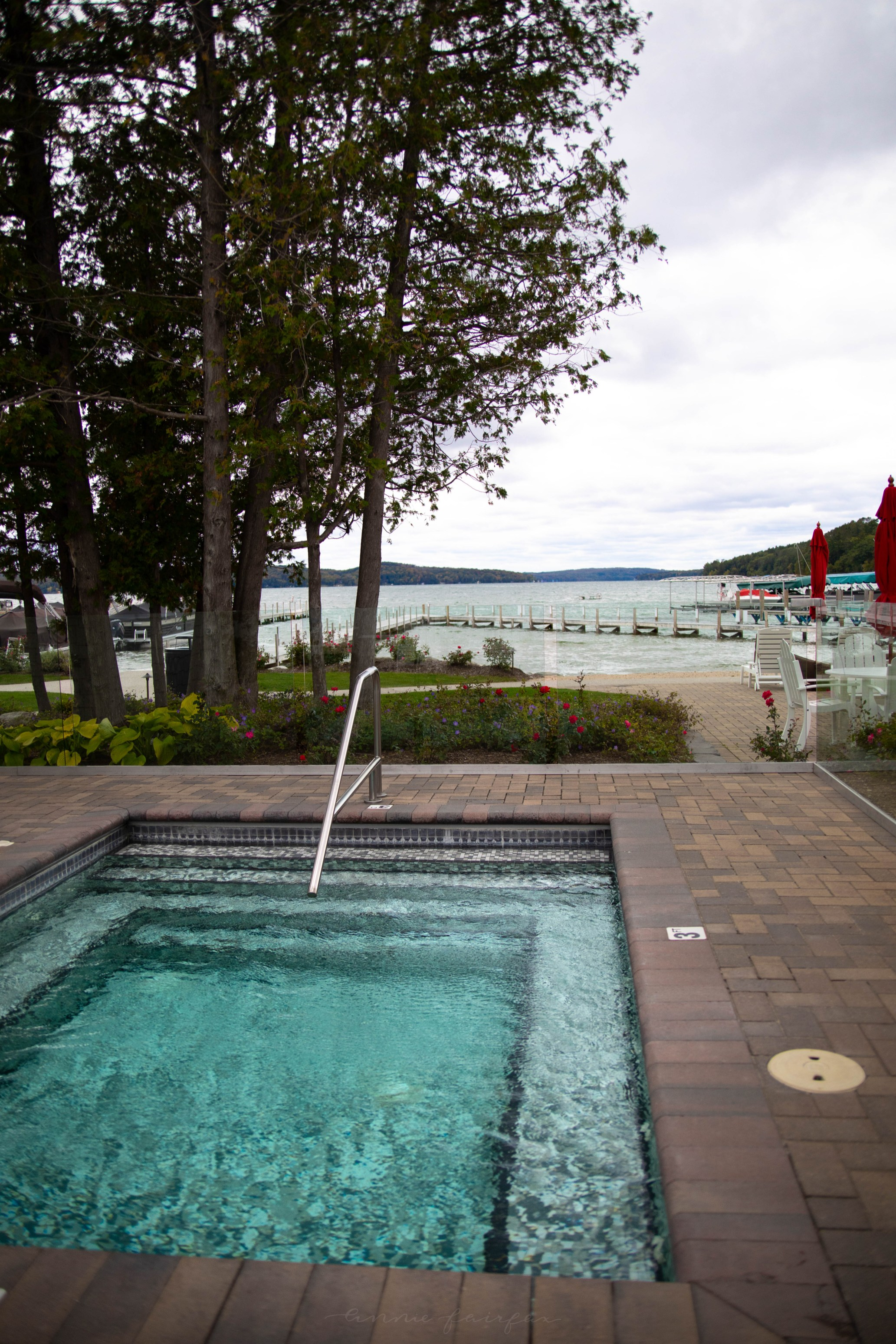 Hotel Walloon Hot Tub on the Lake