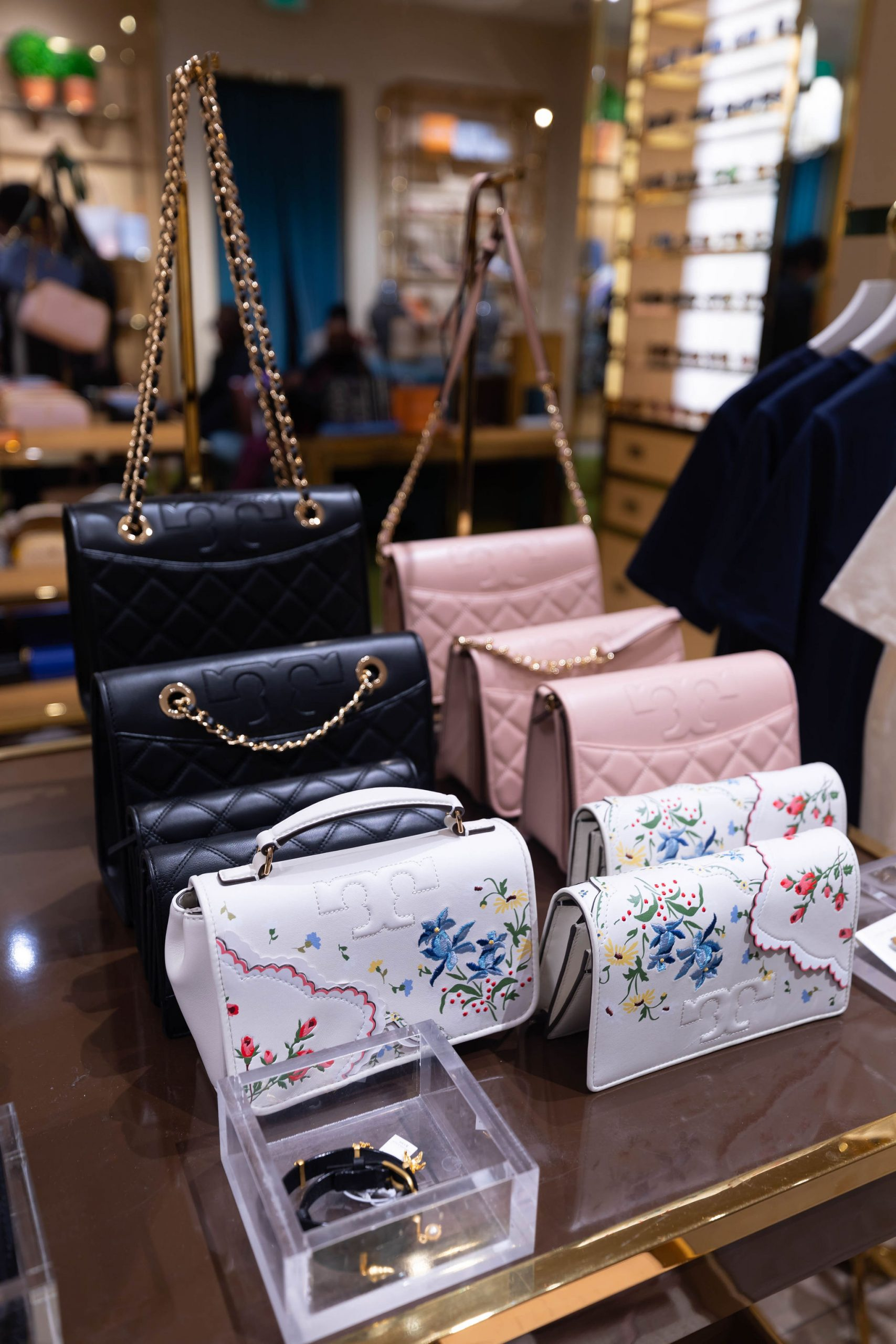 Tory Burch Outlet at Fashion Outlets of Chicago Tory Burch Outlet Up to 80% off Designer Fashion by Annie Fairfax