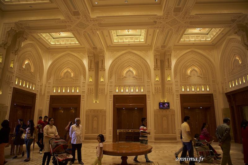 Nous avons fait Une visite inattendue : l'Opéra Royal de Mascate.