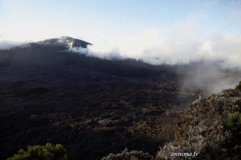 Le Piton de la Fournaise en éruption.