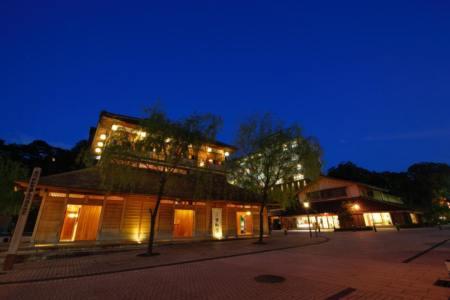 【2021年版】加賀温泉の高級旅館おすすめ15選【元添乗員が徹底紹介】お湯自慢・部屋食・女子旅にも◎