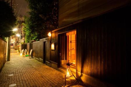 【2021年版】神楽坂でバーならここ!元都内在住筆者のおすすめの15選【アットホーム・隠れ家的お店・食事も美味しい・ビストロやフレンチまで】