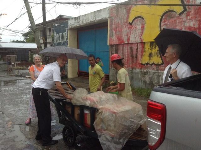 2015-7-30 Philippines Supplies Arrive 3