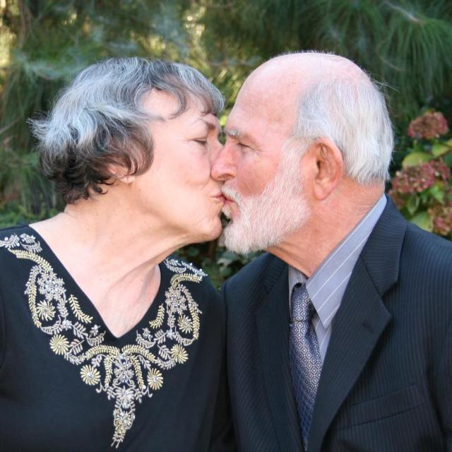 Laemmlen, Will & Gwen kissing Nov 2014