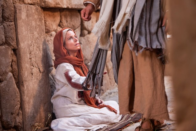 woman-touches-clothes-of-jesus