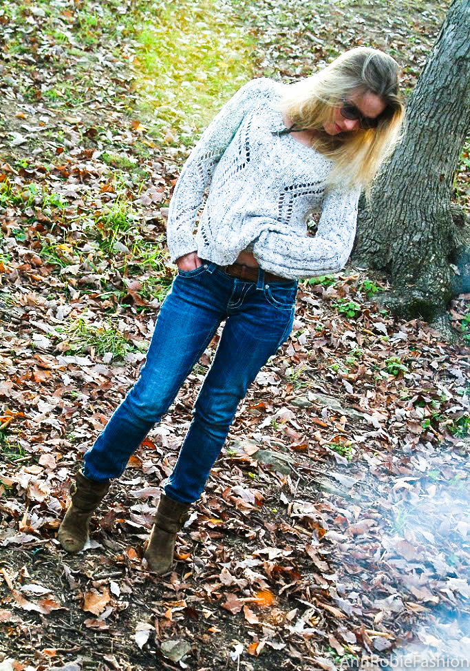 Casual outfit by petite fashion blogger AnnRobieFashion: chanky sweater with jeans