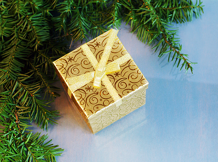 Christmas-Decorations-home-decor-DIY-evergreen-tree-white-gold-candle