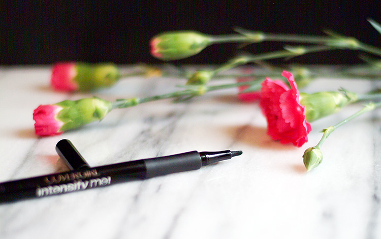 Beauty reviews by style blogger AnnRobieFashion: Covergirl Intensify Me Liquid Eyeliner