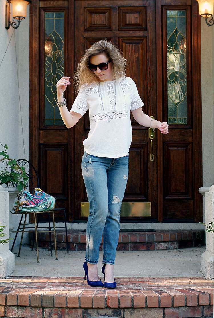 Casual chic with a linen embroidered T-Shirt Ann Taylor and boyfriend jeans by petite style blogger AnnRobieFashion