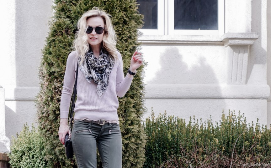8c510d49f2c Pale pink sweater   khaki jeans - casual outfit for spring