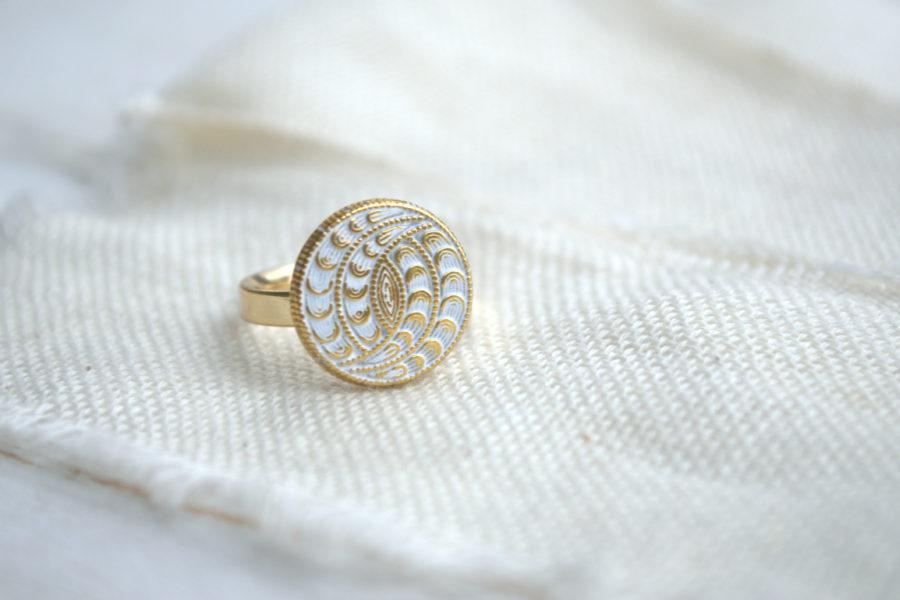 Weiß goldener Hippie Ring