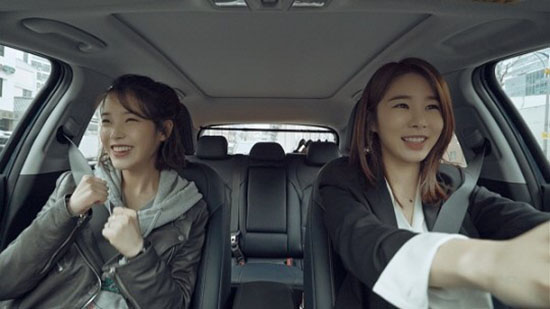 Touch Your Heart' star Yoo In Na and crew get a Food cart
