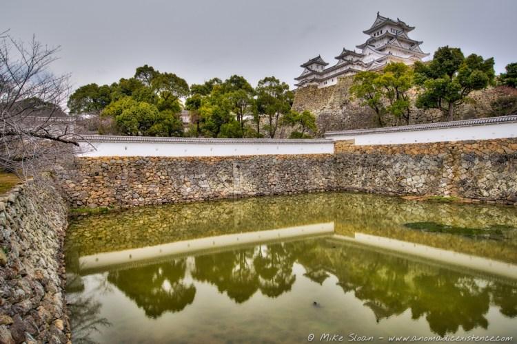 Sangoku moat, perfectly reflecting the facade of Himeji-jo.