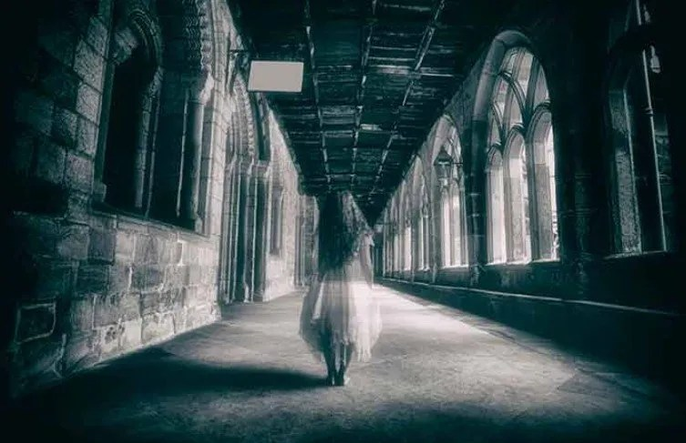 Château de Ghost Girl