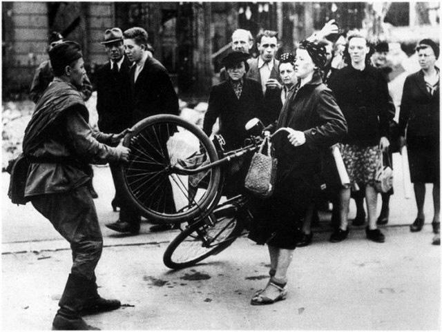 Imagini pentru istorie falsificata de propaganda sovietică photos