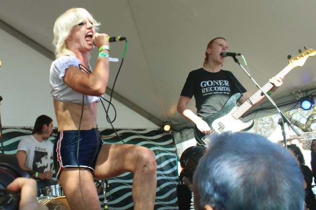 Amyl and the Sniffers 4