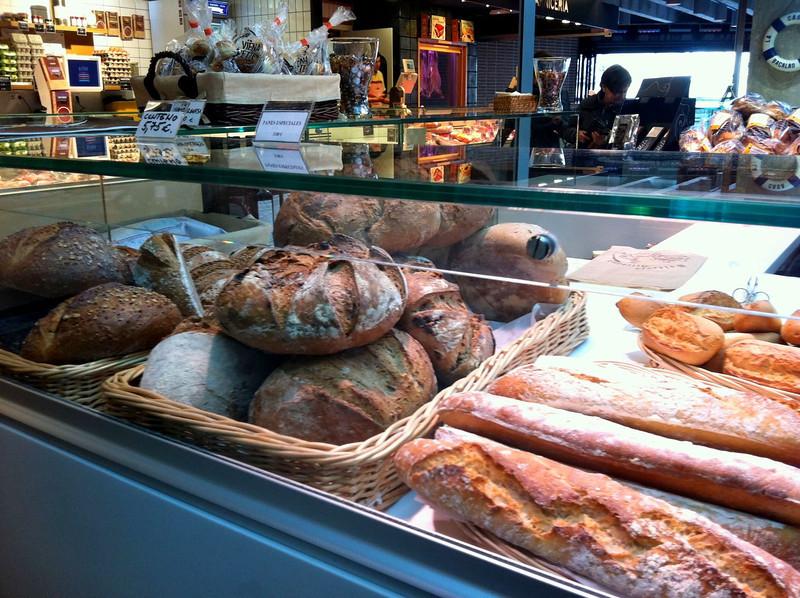 Viene, la baguette store at Mercado San Anton