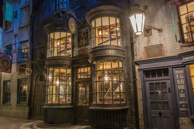 5 Must-Dos at Wizarding World of Harry Potter - Diagon Alley  |Harry Potter Ollivanders Wand Shop