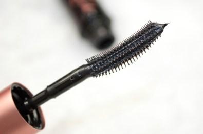 benefit-roller-lash-super-curling-lifting-mascara-review-4