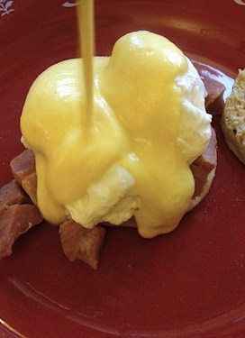 Easy Hollandaise Sauce {for Eggs Benedict}