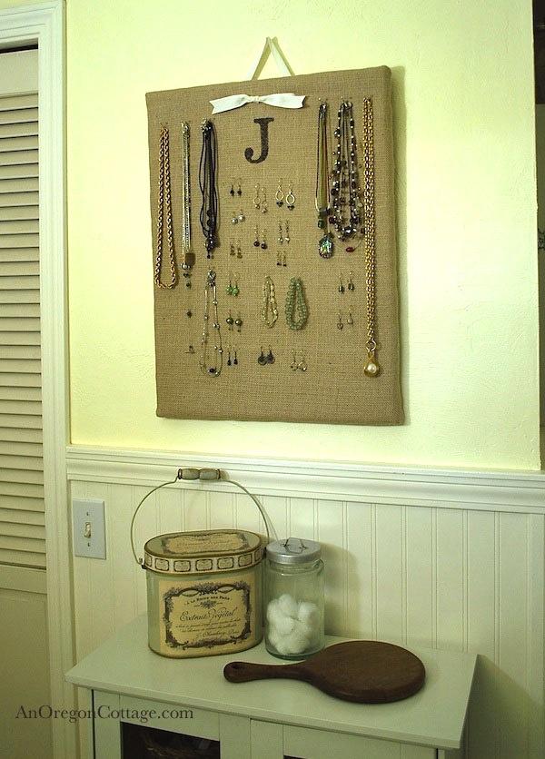 burlap-jewelry-organizer