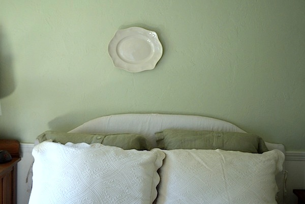 Single plate on wall - An Oregon Cottage