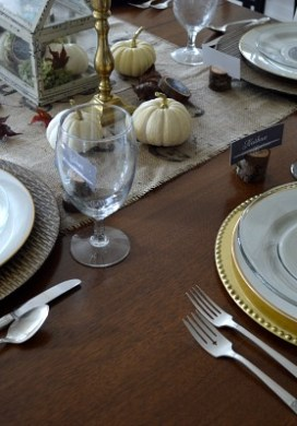 Rustic and Gold Thanksgiving Table {Plus 4 Easy Crafts & Free Printable!}