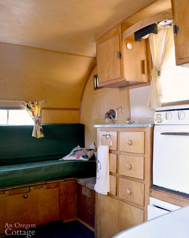 Dalton vintage trailer kitchen-bench