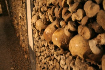 paris-catacombs-6-skulls