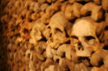 paris-catacombs-8-skulls-up-close
