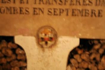 paris-catacombs-9-monument-skull