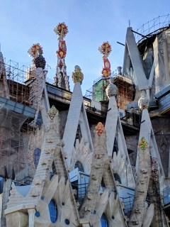 barcelona-weekend-sagrada-familia-tower-colors