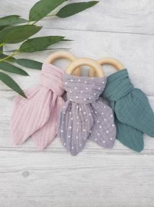 Wooden teething ring with muslin cloth