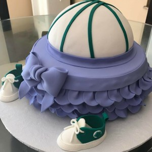 Baskets or bows gender reveal cake