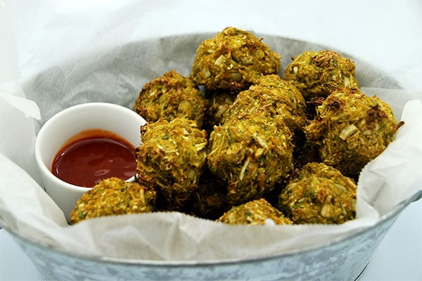 Baked veggie balls in tin basket with sauce