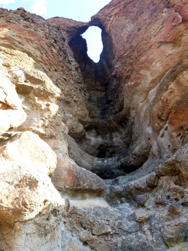 Arch in the Palisades, Arch Trail, Clarno Unit, John Day Fossil Beds, Oregon