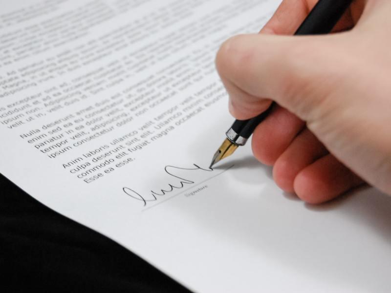 Firmare accordo contratto collettivo nazionale