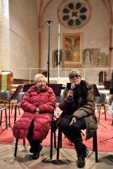 Helga Feldner conb l'interprete Isabella Ferrini all'Abbadia di Fiastra