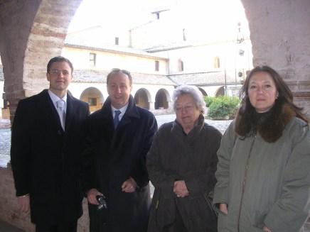 Da sinistra: Roberto Broccolo (sindaco di Urbisaglia), Ariel Bonfiglioli, Dory Bonfiglioli e Giovanna Salvucci.