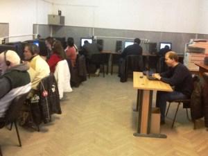 Cursanti nevazatori lucreaza la calculatoare