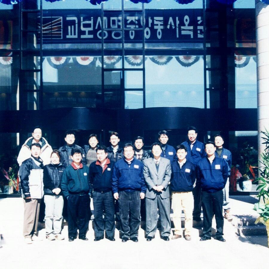 1568883354157489262 2个样式实验室的建筑师和工程师:建筑师安恩俊