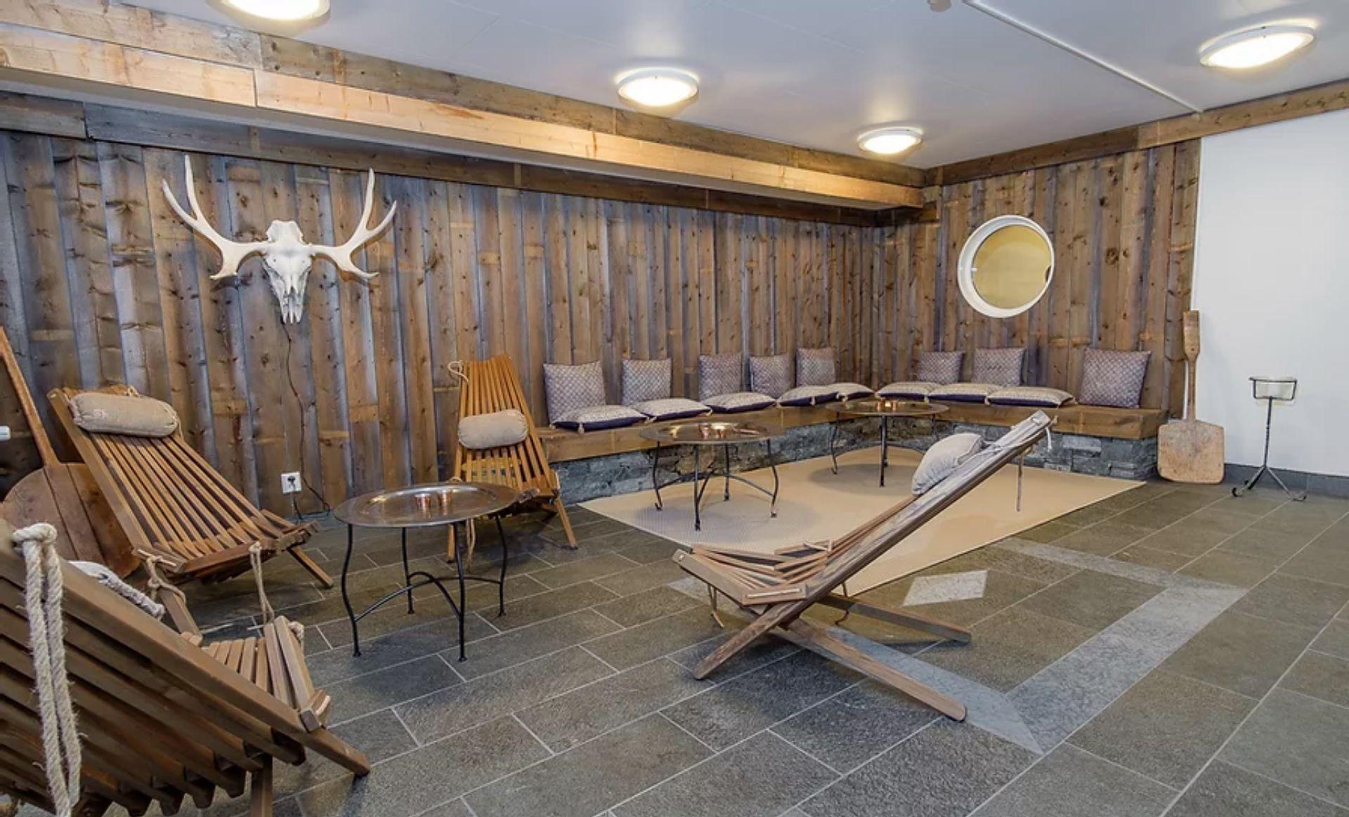 Koppla av i relaxen hos Jänsmässholmens Fjällhotell. Foto © Anna Elisabeth Gustafsson.