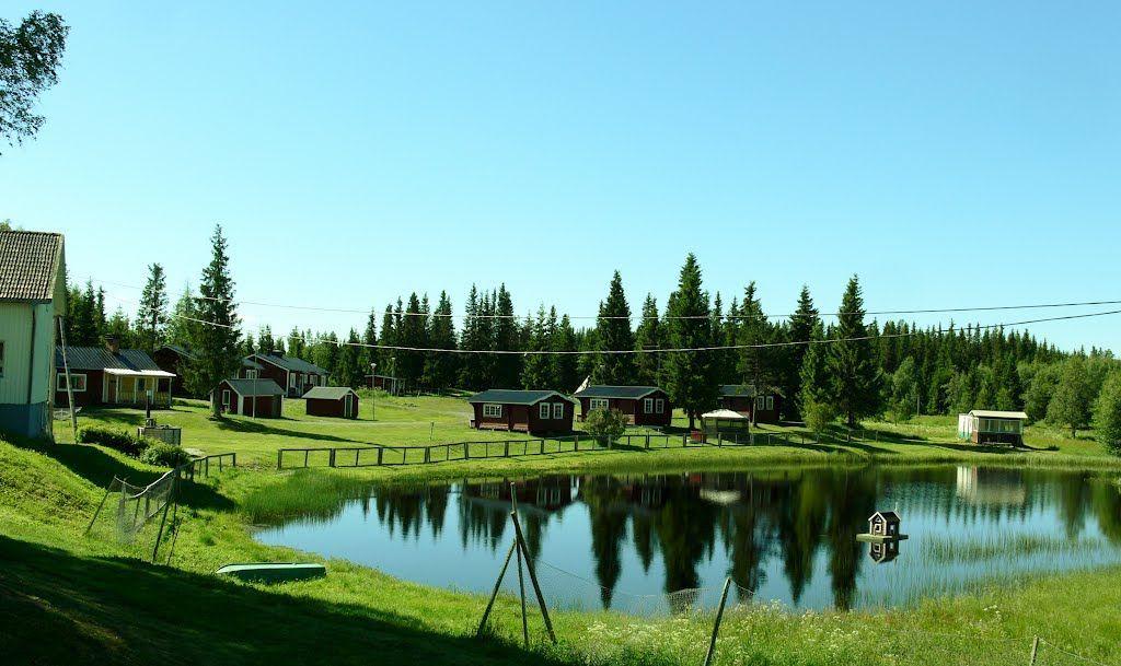 Stugor hos Lillholmsjö Gästgivargård och camping. Foto © Mapio.net.