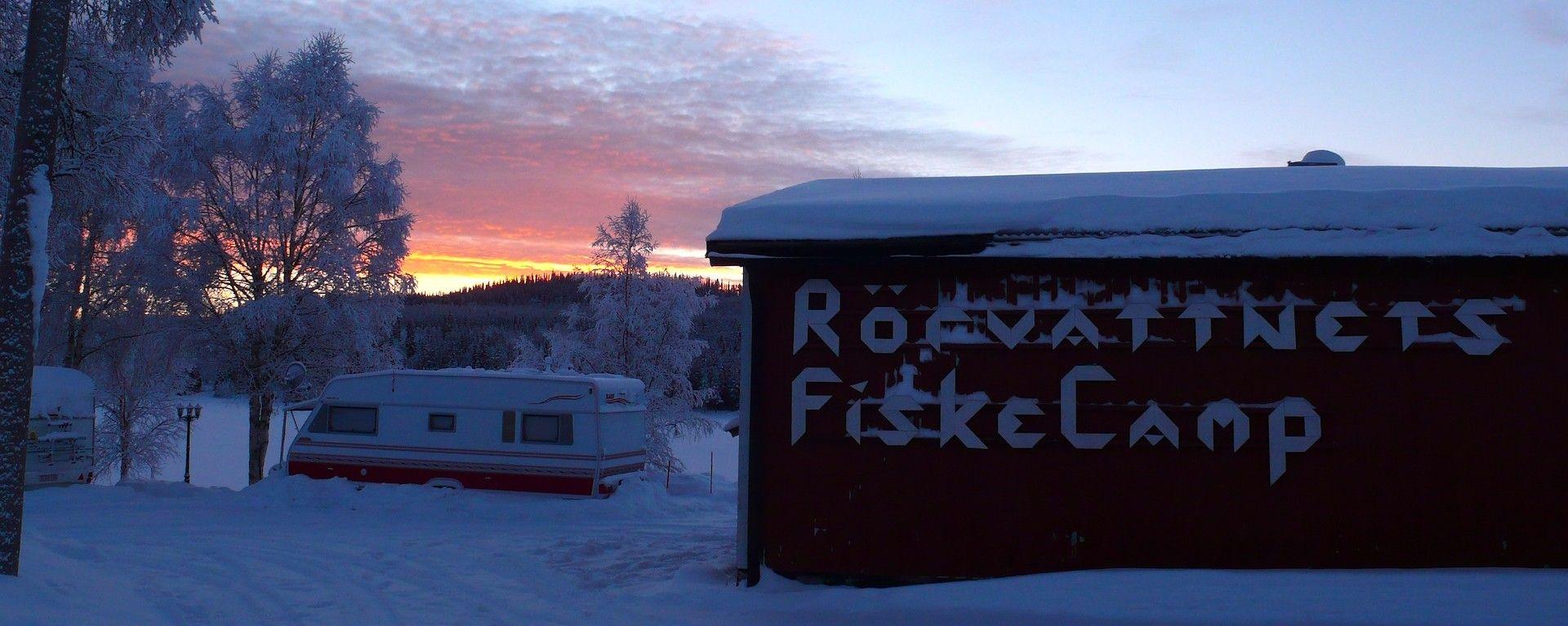 Vintercamping hos Rörvattnets FiskeCamp.