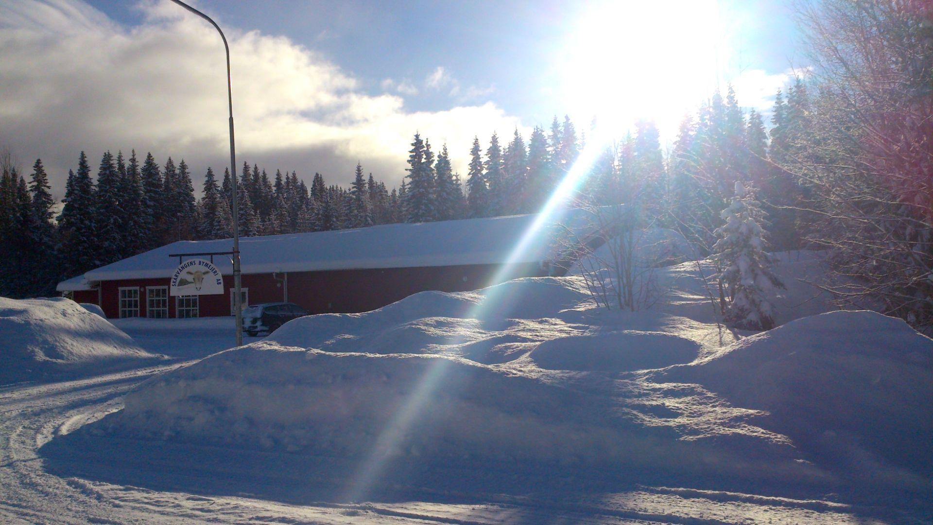 Vinter hos Skärvångens Bymejeri.