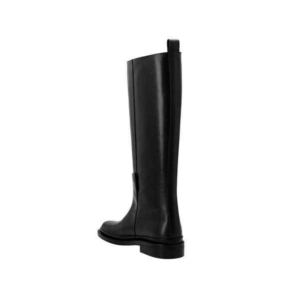 Low Classic Round Toe Boots