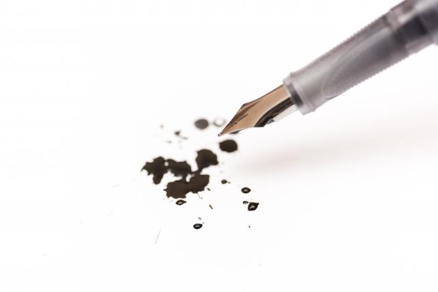 油性ペン汚れの落とし方!紙に書かれても落ちる?