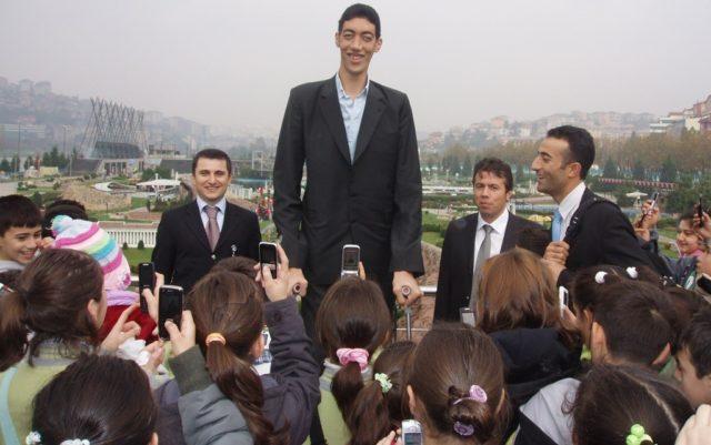 10 tallest living men
