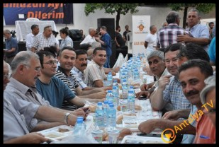 Muratpaşa Belediye Başkanı Ümit Uysal Kaleiçinde İftar Yemeği Verdi